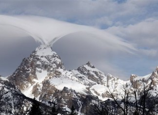 lenticular clouds, eagle cloud grand teton, amazing cloud picture grand teton, grand Teton strange cloud, strange cloud grand teton, lenticular clouds, strange clouds,