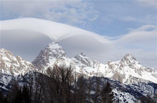 lenticular clouds, eagle cloud grand teton, amazing cloud picture grand teton, grand Teton strange cloud, strange cloud grand teton, lenticular clouds, strange clouds,