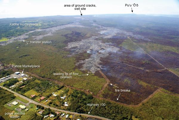 ground crack kilauea, ground crack kilauea volcano, ground crack kilauea eruption, ground crack kilauea 2015, ground crack kilauea volcano hawaii 2015, Ground cracks appear at active vents during the ongouing Kilauea volcano eruption 2014-2015