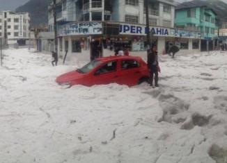 hail quito, hail storm quito, hail storm quito ecuator, hail storm quito photo, hail storm quito video, Granizada en el sur de Quito, Granizada en el sur de Quito video, Granizada en el sur de Quito photo, Espectacular granizada se registró hoy en ciudad de Quito Fotos Vídeo.