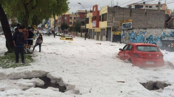 hail quito, hail storm quito, hail storm quito ecuator, hail storm quito photo, hail storm quito video, Granizada en el sur de Quito, Granizada en el sur de Quito video, Granizada en el sur de Quito photo, Espectacular granizada se registró hoy en ciudad de Quito Fotos Vídeo