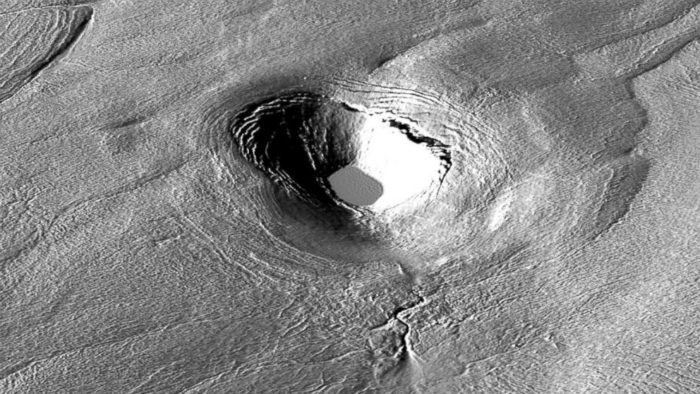 mystery crater in greenland, mystery of greenland disappearing lakes, greenlands disappearing lakes, lake crater greenland, lake drainage greenland, lake disappears in greenland, disappearance of lakes in greenland