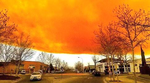 orange toxic cloud spain, chemical plant explosion spain, toxic cloud after chemical explosion spain, chemical industry explodes in catalonia creating giant orange cloud, toxic cloud spain february 2015, toxic cloud appears after chemical explosion video