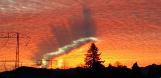 strange fallstreak hole British Columbia, strange cloud formation, strange hole punch cloud picture, hole punch cloud picture, cloud punches hole in sky over british columbia, british columbia sky phenomenon, strange sky phenomenon: fallstreak hole british columbia