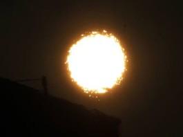 strange sun, strange sun pics, strange sun piture, weird sun, strange sun phenomenon, weird phenomenon on sun, sun distortion, distorted sun,