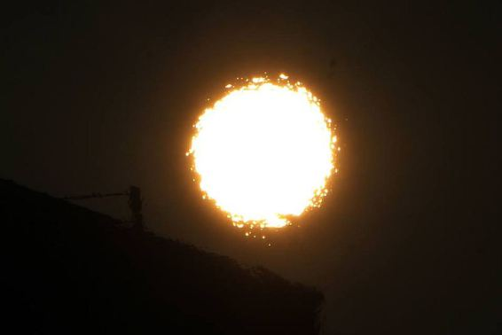 strange sun, strange sun pics, strange sun piture, weird sun, strange sun phenomenon, weird phenomenon on sun, sun distortion, distorted sun,
