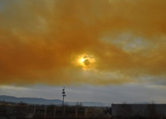 terrifying orange cloud covers sky of catalonia after explosion at chemical plant on February 2015, toxic cloud explosion spain, orange toxic cloud spain, chemical plant explosion spain, toxic cloud after chemical explosion spain, chemical industry explodes in catalonia creating giant orange cloud, toxic cloud spain february 2015, toxic cloud appears after chemical explosion video