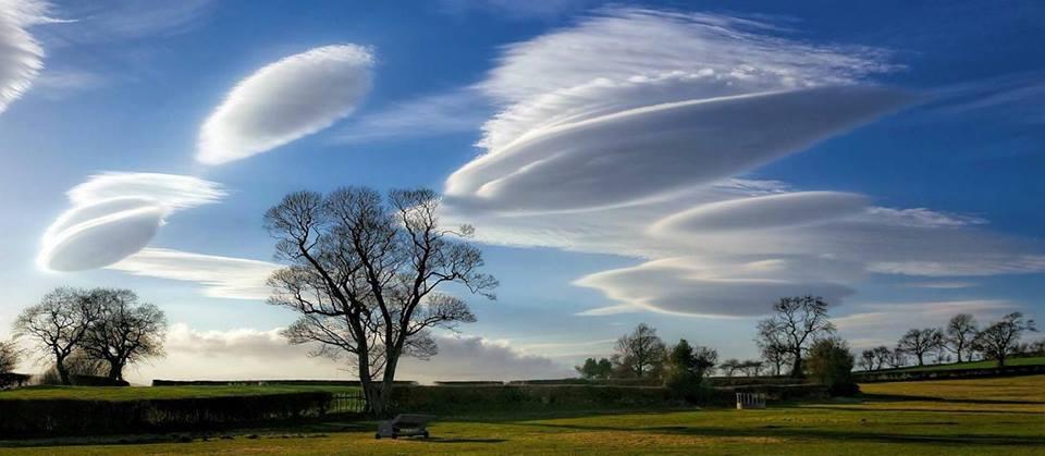 lenticular cloud wirral and ellesmere port, lenticular clouds uk, ufo clouds uk march 2015,  march 2015 lenticular clouds, ufo clouds uk march 2015,