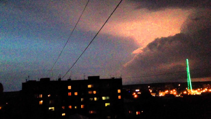 ufo engulfs lightning storm, Unidentified flying objects smash a lightning storm, ufo lightning storm video, objects fly into lightning storm, video Unidentified flying objects smash a lightning storm, Unidentified flying objects smash a lightning storm video