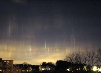 strange sounds south philly march 2015, weird noise south philly march 2015, strange noise in the sky south philly march 2015, weird noise march 2015, humming sound march 2015, hum philadelphia march 2015 video, humming noise philadelphia march 2015, Strange light pillars in and around the Philadelphia; November 2008 Photo by Leslie