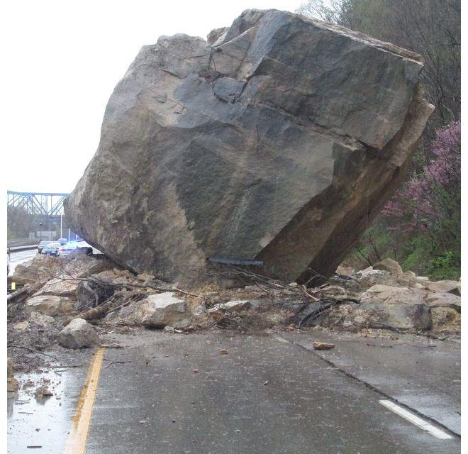 boulder ohio, boulder southern ohio roadway, huge southern ohio roadway, giant boulder ohio, huge boulder southern ohio roadway