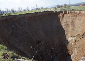 sinkhole ukraine, sinkhole ukraine april 2015, sinkhole ukraine april video, giant sinkhole ukraine city, city of ukraine swallowed by sinkhole, sinkhole threatens city iole ukraine april 2015, sinkhole video ukraine, giant sinkhole ukraine photo and video