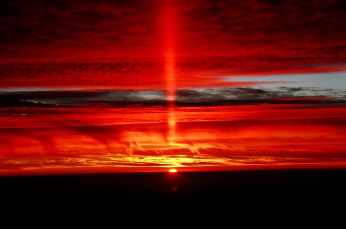 sun pillar chile, sun pillar chile photo, amazing photo sun pillar, red sun pillar, sunset sun pillar picture