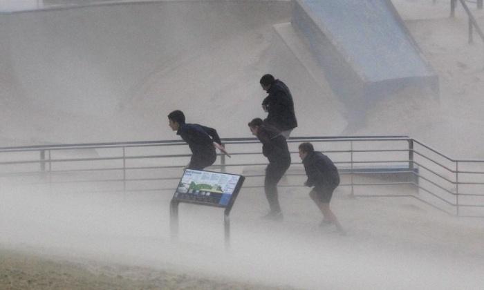 sydney storm, sydney storm april 2015, extreme sydney storm april 21 2015, 3 dead during sydney storm april 21 2015, giant storm hit sydney april 21 2015, sydney storm pictures and videos, giant storm sydney video, giant storm sydney photo