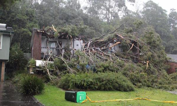sydney storm, sydney storm april 2015, extreme sydney storm april 21 2015, 3 dead during sydney storm april 21 2015, giant storm hit sydney april 21 2015, sydney storm pictures and videos, giant storm sydney video, giant storm sydney photo