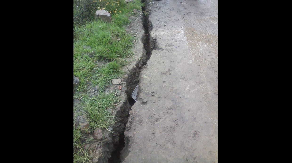 earth cracks peru, giant cracks peru 2015, earth crack peru, crack in earth peru, giant cracks in peru, giant cracks peru may 2015, may 2015 cracks peru, peru giant cracks may 2015 photo, strange geological phenomenon giant cracks peru may 2015