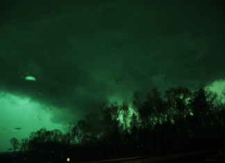 green sky tornado, green clouds, green sky tornado video, green clouds tornado video, green cloud tornado photo, signs before tornado, green sky tornado sign, why is sky turning green before tornado, sky turns green before tornadoes
