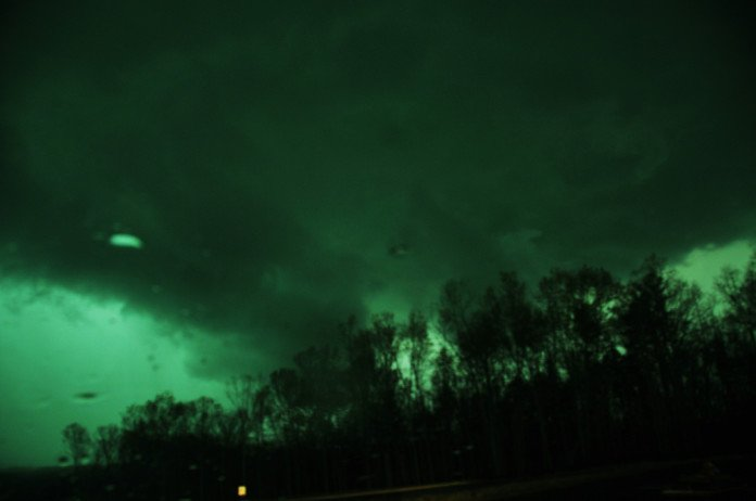 green sky tornado, green clouds, green sky tornado video, green clouds tornado video, green cloud tornado photo, signs before tornado, green sky tornado sign, why is sky turning green before tornado, sky turns green before tornadoes