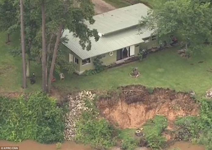 sinkhole highlands texas flooding may 2015, giant sinkhole highlands texas may 2015, highlands texas sinkhole, highlands sinkhole texas floods, giant sinhole swallows garden in Highlands texas may 2015
