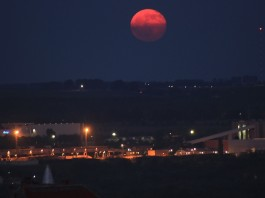 blood moon june 2015, blood fullmoon june 2015, red fullmoon june 2015, blood red fullmoon over Hungary june 2015, blood red full moon over Hungary june 2015, An amazing red fullmoon rose over Hungary on June 3 2015. A great sky phenomenon while waiting for the last red fullmoon total eclipse (Tetrad)