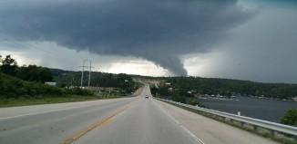 tornado eolia missouri, tornado st-louis missouri, tornado eolia missouri june 28 2015, tornado missouri trucks, tornado st-louis missouri june 28 2015