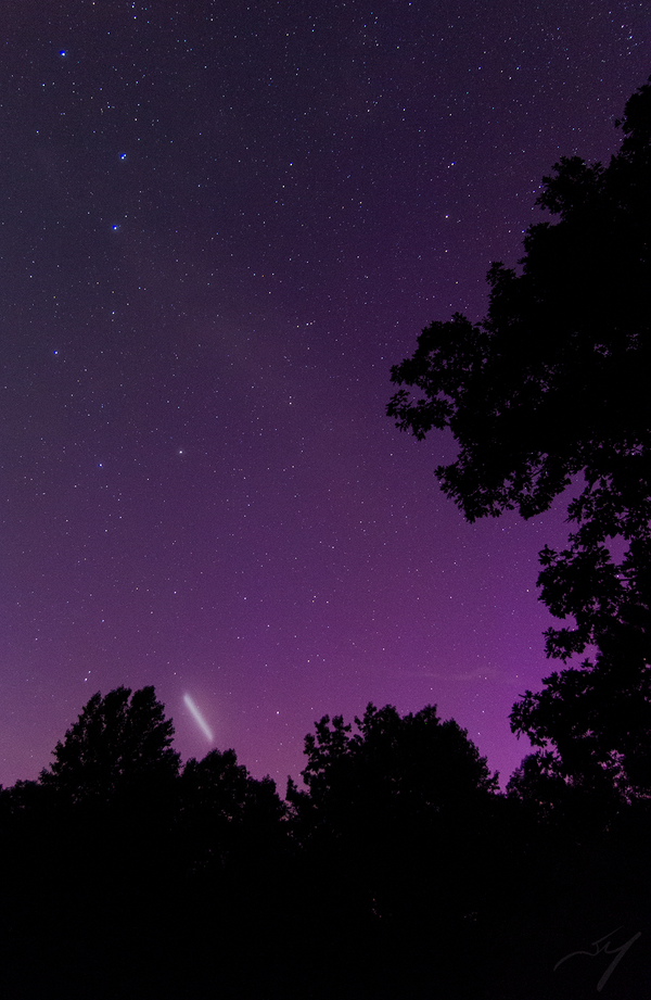 ufo aurora, moving cloud in aurora, aurora ufo, are ufo flying through auroras, strange lights in aurora, strange fluffy cloud in aurora, weird moving blob in aurora