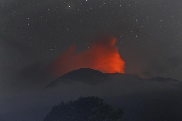 5 volcano eruptions simultaneous indonesia, simultaneous volcano eruptions july 2015, volcano indonesia july 2015, high activity indonesia volcanoes july 2015, increased volcanic activity indonesia july 2015