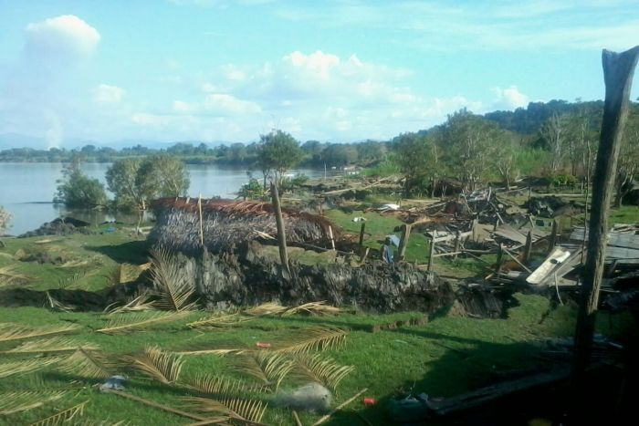 earth crack sinkhole papua new guinea, giant sinkhole swallows 16 houses in Papua new guinea, sinkhole and earth cracks destroy 16 houses in Papua new guinea, sinkhole destroys 16 houses in Papua new guinea, huge sinkhole and earth cracks destroy 16 houses in PNG, PNG sinkhole apocalypse july 2015, giant sinkhole and earth cracks destroy 16 houses in png, png sinkhole apocalypse