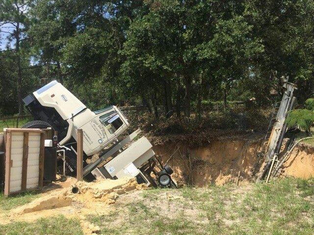 sinkhole truck citrus county, sinkhole swallows truck in florida, florida sinkhole swallows truck citrus county, citrus county sinkhole swallows truck, florida sinkhole july 2015, citrus county sinkhole july 2015