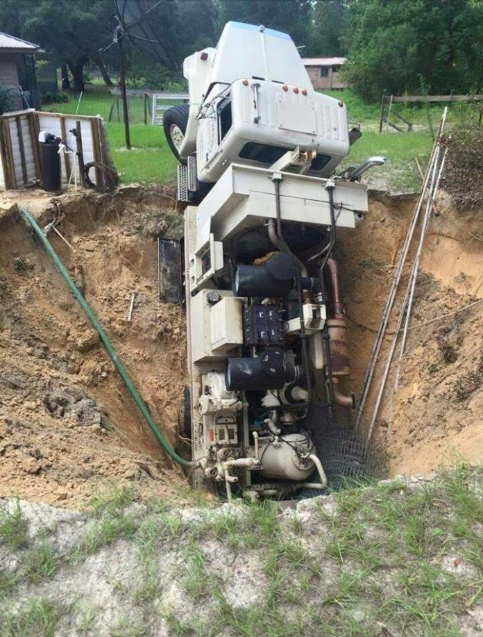 sinkhole truck citrus county, sinkhole swallows truck in florida, florida sinkhole swallows truck citrus county, citrus county sinkhole swallows truck, florida sinkhole july 2015, citrus county sinkhole july 2015