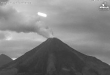 strange light colima volcano, strange light colima, strange light colima volcano mexico, mysterious light over colima video, video mysterylight colima volcano, strange lights hover colima volcano july 2015 video