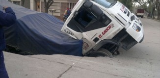 sinkhole, latest sinkhole july 2015, sinkhole truck video, sinkhole swallows truck video, truck sinkhole san luis potosi, truck swallowed by sinkhole villa mercedes july 2015, sinkhole swallows truck argentina, truck sinkhole july argentina 2015,