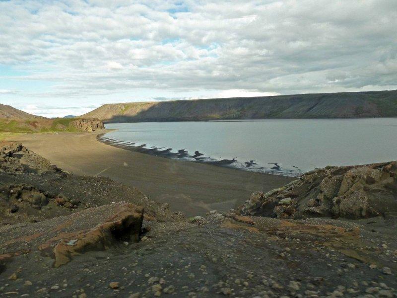Lake Kleifarvatn, Lake Kleifarvatn fissure, Lake Kleifarvatn crack, earthquake creates crack at Lake Kleifarvatn, Lake Kleifarvatn disappearing, Lake Kleifarvatn draining