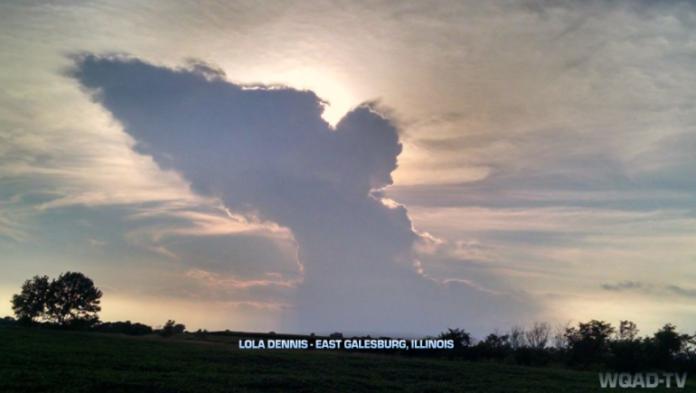 angel cloud, angel cloud photo, photo of angel cloud in Illinois, angel cloud angel cloud appears in sky, angel appears in Illinois, angel cloud lola dennis, angel cloud galesburg august 2015