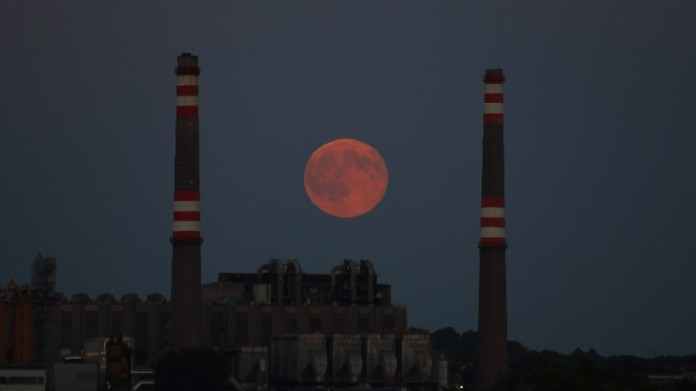 blue moon photo, red blue moon, blue moon turned red, blue moon color is red, red blue moon july 2015