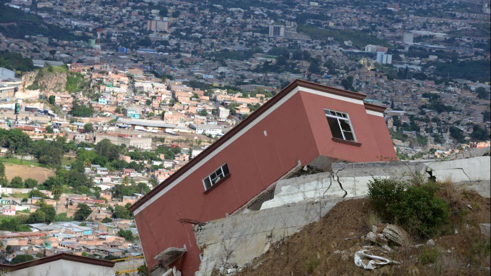 collapse homes honduras ciudad del angel, ciudad del angel honduras, ciudad del angel ghost town, ghost town honduras, home collapse honduras, collapsed homes honduras, hillslide collapse honduras ciudad del angel