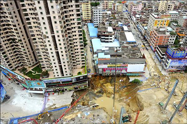 sinkhole Dongguan china, sinkhole Dongguan china video, sinkhole Dongguan china photos, apocalyptic sinkhole swallows building in dongguan china august 2015, sinkhole Dongguan china august 2015, sinkhole news 2015, sinkhole news august 2015 china, apocalyptic sinkhole swallows building in dongguan china august 2015