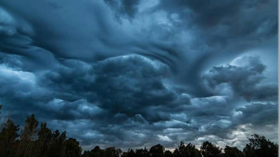 undulatus asperatus photo, Asperatus clouds as observed from Cincinnati, Asperatus clouds over Harrodsburg, Kentucky