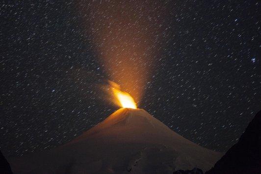 villarrica eruption photo, villarrica eruption night photo, villarrica volcano nocturnal eruption photo, villarrica eruption august 2015 night photo, awesome villarrica eruption august 2015 photo