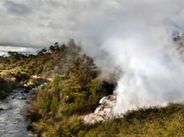Papakura geyser eruption 2015, Papakura geyser eruption 2015 video, NZ Papakura geyser eruption 2015, seismic unrest nz 2015, volcanic geyser erupts after 30 years of dormancy in New Zealand, New Zealand geyser rebirth september 2015