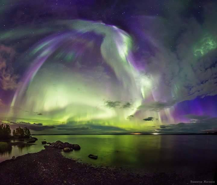 angel sky aurora, The angel aurora then transformed into a furious firebird northern lights, aurora looks like an angel, angel-shaped northern lights, angel-shaped auroras, angel shape aurora forms in russian sky, There is an auroral angel in the sky over Murmansk