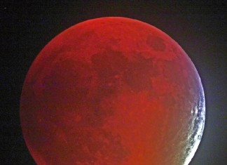 blood moon, blood moon pictures, blood moon pictures september 27 2015, lunar eclipse september 2015 pictures, supermoon solar eclipse pictures 2015, supermoon total eclipse, supermoon eclipse september 2015, best pictures total lunar eclipse september 2015, best photos blood moon september 27 2015, blood moon lunar eclipse best pictures, A dark blood red supermoon in the sky of Cochranville, Pennsylvania on September 27, 2015