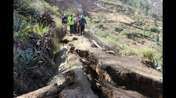 crack peru, giant crack peru, crack peru pictures, photo crack peru, cracks destroy 24 houses in Peru, peru giant crack in the ground september 2015, peru crack september 2015 video photo