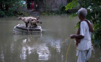 floods India, monsoon floods India, monsoon floods India september 2015, monsoon flooding india 2015, monsoon flooding september 2015 photo, monsoon flooding india september 2015 video, monsoon flooding india september 2015 pictures and videos