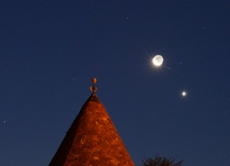 converging mars jupiter and venus , mars venu and jupiter conjunction, conjunction mars venus jupiter autumn, morning planets, mars and jupiter morning planet, morning star mars and jupiter, Moon passing by Venus on its route to Jupiter over Nuits-Saint-Georges, France. Photo by Jean-Baptiste Feldmann