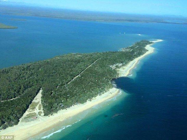 sinkhole camping rainbow beach australia, giant sinkhole rainbow beach september 2015, rainbow beach sinkhole september 2015, Sinkhole swallows car and caravan at Inskip Point camp ground, MV Beagle Campground sinkhole photo, MV Beagle Campground sinkhole video, MV Beagle Campground sinkhole beach swallowed