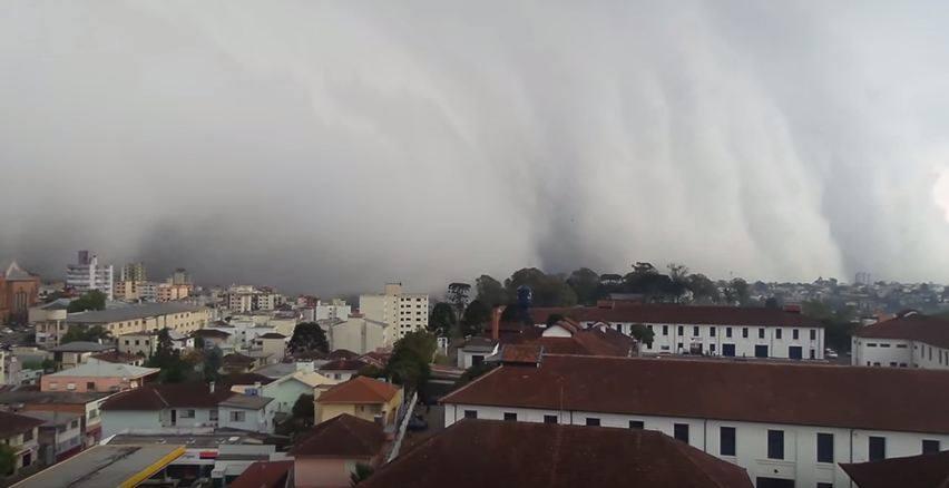 storm video, storm, storm cloud video, storm clouds video, storm clouds photo brazil, terrifying clouds engulf city in Brazil, terrifying clouds caxias do sul, caxias do sul storm, caxias do sul clouds video