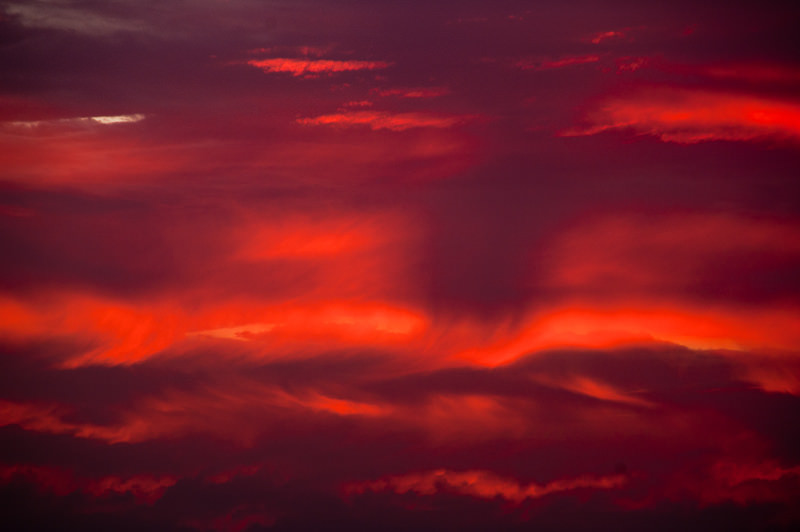 sun pillar, sun pillar photo, best sun pillar photo, sun pillar picture, awesome solar pillar sunset, solar pillar sunset photo, sunset solar pillar picture, Sunset pillar caught over the Canary Islands by Roberto Porto