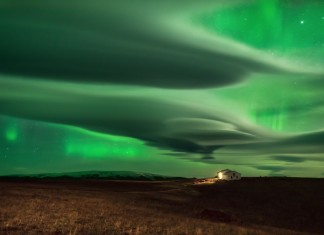 aurora lenticular clouds, lenticular clouds colored green by northern lights, auror color lenticular clouds green, green lenticular clouds due to aurora in iceland, lenticular clouds northern lights green