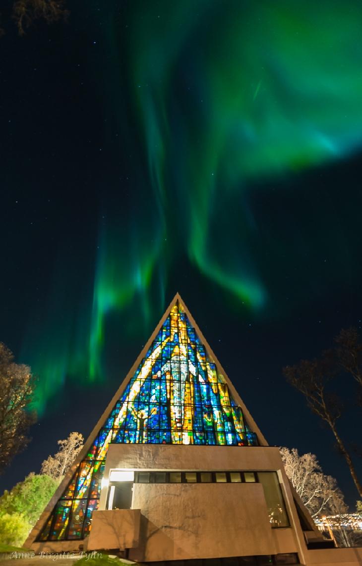 church aurora, Strong auroras over famous Arctic Cathedral, URBAN AURORAS, aurora engulf church, aurora church picture, church aurora picture, best aurora picture, when nature meets religion, aurora religion